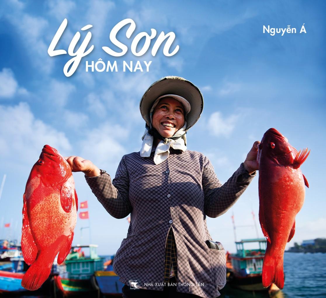 [eMagazine] - Tình người Lý Sơn trong ảnh Nguyễn Á - Ảnh 3.
