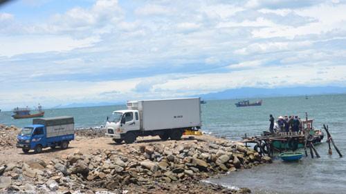 Quảng Bình: Lấn biển xây cảng cá lậu - Ảnh 1.