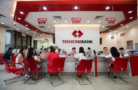 Techcombank báo lãi kỷ lục 5.700 tỉ đồng trong nửa đầu năm - Ảnh 1.