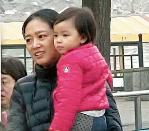 Lưu Đức Hoa gây tranh cãi khi cho con gái ăn chay từ lúc chào đời - Ảnh 1.