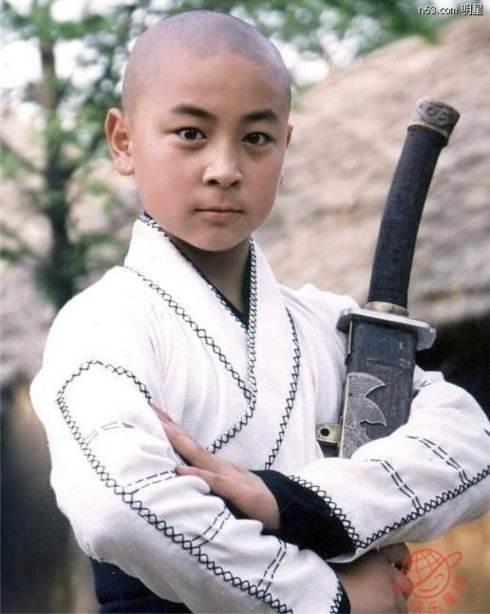 Thần đồng Thiếu Lâm Thích Tiểu Long điển trai và phong độ ở tuổi 31 - Ảnh 4.