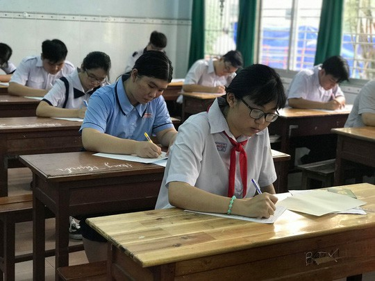 TP HCM điều chỉnh điểm chuẩn vào lớp 10 Trường THPT Nguyễn Hiền - Ảnh 1.