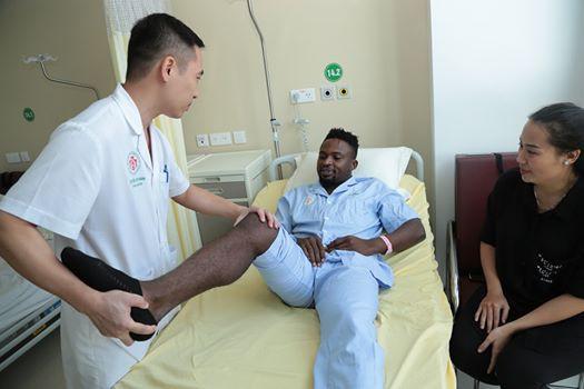 Cầu thủ chủ lực của CLB Hà Nội phải phẫu thuật vì đứt dây chằng chéo - Ảnh 1.