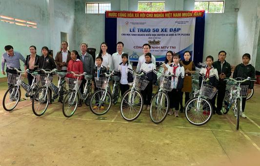 Trao tặng 50 xe đạp cho học sinh nghèo Gia Lai - Ảnh 1.