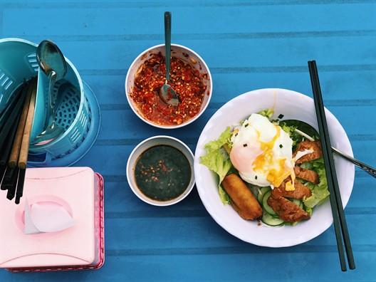 Bún xì dầu, món ăn ngỡ bị lãng quên nhưng vẫn còn tồn tại ở Sài Gòn - Ảnh 1.