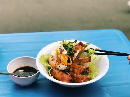 Bún xì dầu, món ăn ngỡ bị lãng quên nhưng vẫn còn tồn tại ở Sài Gòn - Ảnh 2.