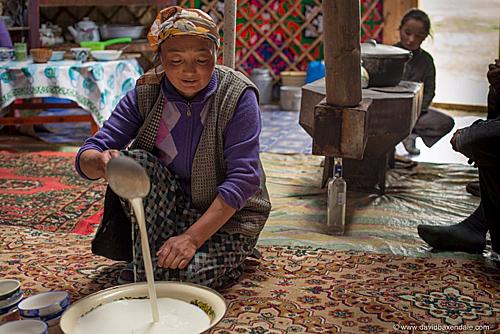 Nơi người dân uống trà sữa nhiều hơn nước - Ảnh 2.