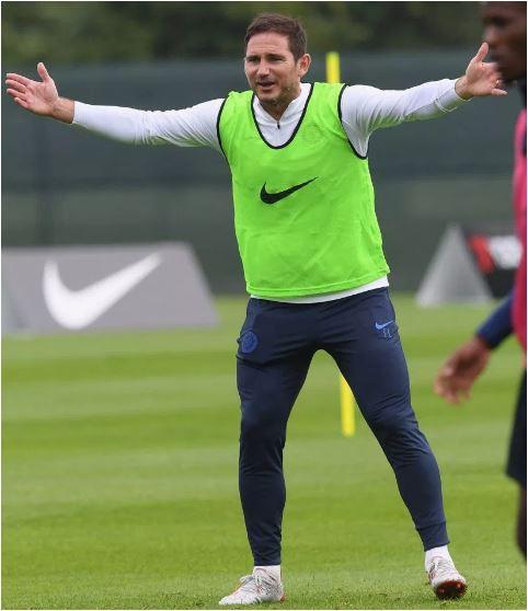 Tân HLV Chelsea Lampard mướt mồ hồi tập luyện cùng học trò - Ảnh 1.