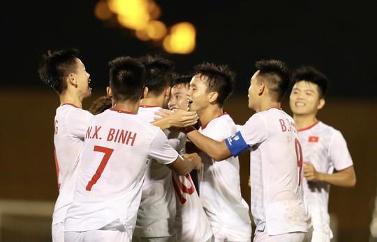 U18 Việt Nam đua cùng U18 Malaysia - Ảnh 1.