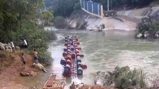 Lật cầu phao biên giới Việt Nam-Trung Quốc, ít nhất 2 người chết, 1 người mất tích - Ảnh 1.