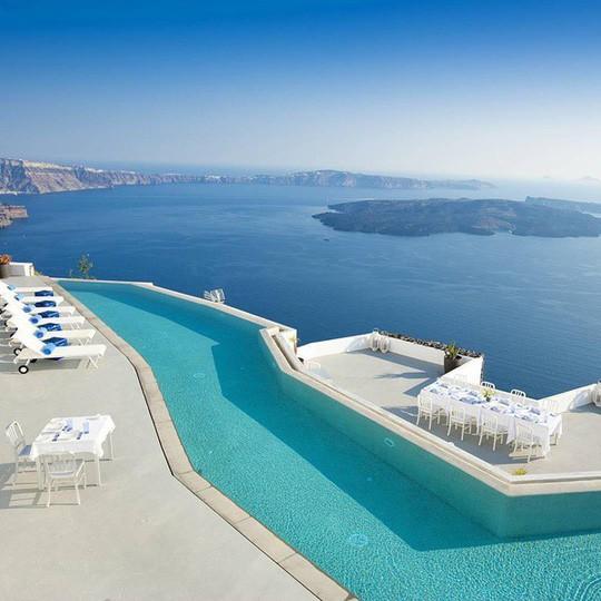 Đã mắt với những bể bơi xanh ngát, đẹp nín thở trên khắp hành tinh - Ảnh 1.