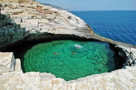 Đã mắt với những bể bơi xanh ngát, đẹp nín thở trên khắp hành tinh - Ảnh 11.