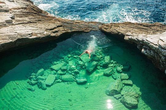 Đã mắt với những bể bơi xanh ngát, đẹp nín thở trên khắp hành tinh - Ảnh 12.