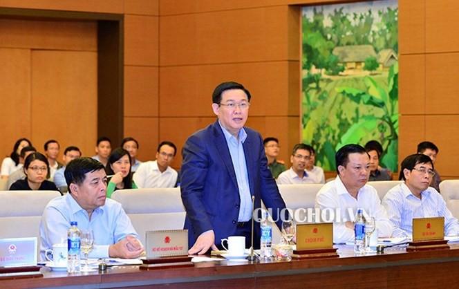 Phó Thủ tướng Vương Đình Huệ cùng 15 bộ trưởng, trưởng ngành ngồi ghế nóng trả lời chất vấn - Ảnh 2.