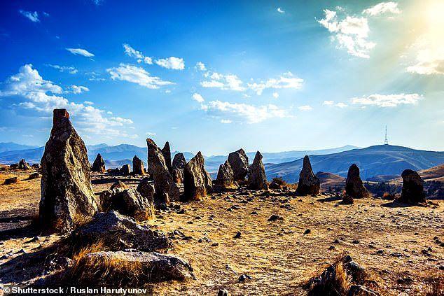 Thạch trận kỳ bí 7.500 năm: chiêm tinh đài hay lăng mộ? - Ảnh 1.