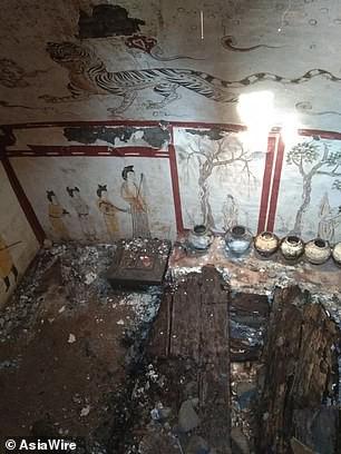 Đào bới sân trường, vô tình mở cửa mộ cổ 1.300 tuổi - Ảnh 2.