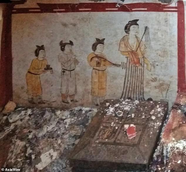 Đào bới sân trường, vô tình mở cửa mộ cổ 1.300 tuổi - Ảnh 3.