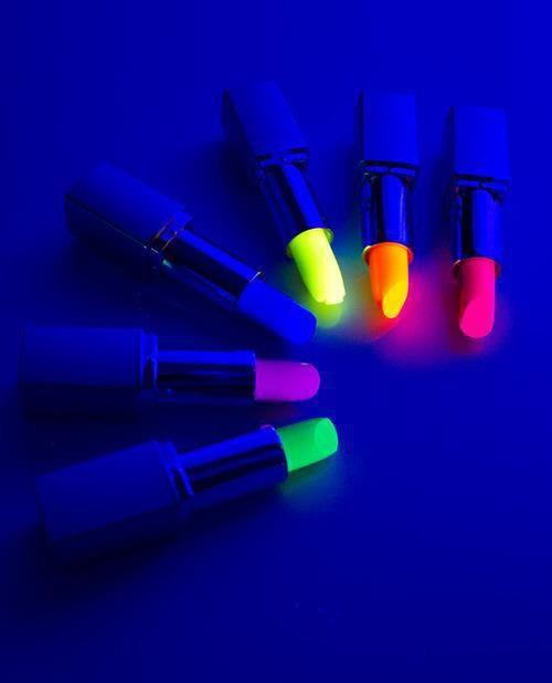 Cẩn thận với mỹ phẩm chứa chất huỳnh quang - Ảnh 3.