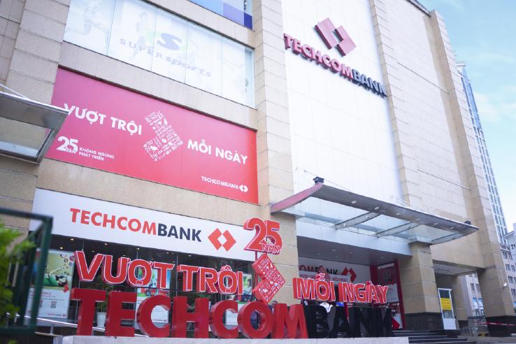 """[eMagazine] - """"Chân dung"""" 7 tập đoàn tỉ USD của Việt Nam trong danh sách Forbes 2019 - Ảnh 11."""