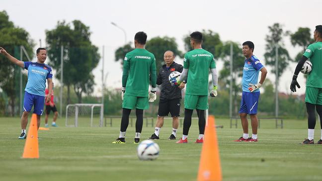 HLV Park Hang-seo tìm thêm thủ môn giỏi dự phòng cho Bùi Tiến Dũng - Ảnh 5.