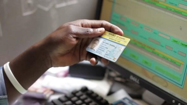 Năm 2020 sẽ cấp thẻ BHYT điện tử - Ảnh 1.