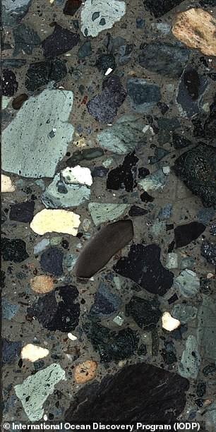 Khoáng vật lạ hé lộ ngày trái đất hóa địa ngục vì siêu tiểu hành tinh - Ảnh 2.
