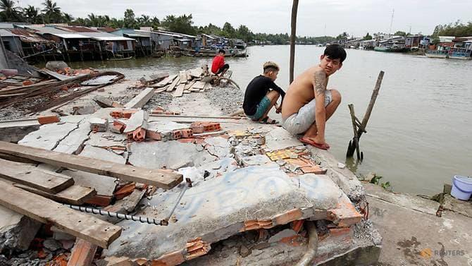 Hạn hán và đập nước làm khô cạn sông Mekong - Ảnh 1.