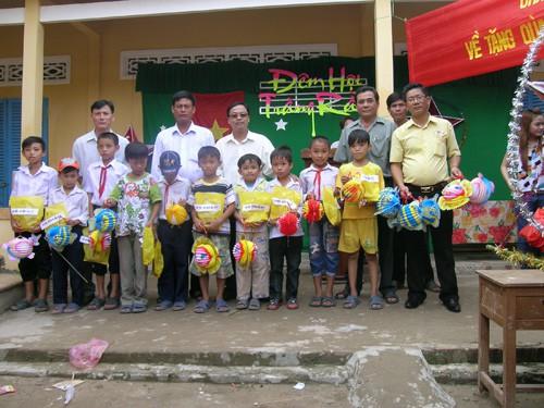 Báo Người Lao Động mang trung thu đến trẻ em nghèo Hậu Giang - Ảnh 17.