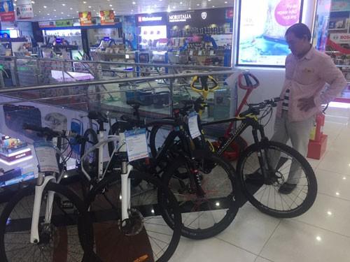 Xe đạp trăm triệu vẫn bán chạy - Ảnh 1.