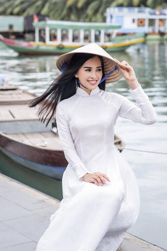 Nhận không ra Hoa hậu Trần Tiểu Vy ngây thơ ngày nào - Ảnh 1.