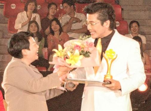 Giải Mai Vàng 25 năm: Dấu ấn của người dẫn chương trình được yêu thích nhất - Ảnh 1.