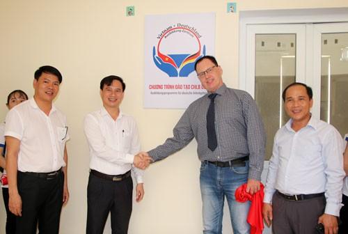 IET khai trương văn phòng tại Đại học Vinh - Ảnh 1.
