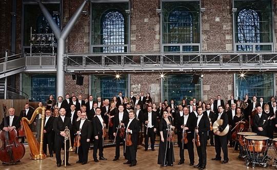 Nhạc trưởng huyền thoại làng nhạc cổ điển thế giới biểu diễn ở Hồ Gươm - Ảnh 1.
