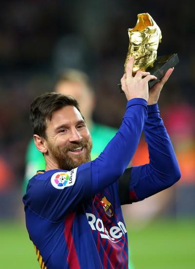 Nhận Chiếc giày vàng thứ 6, Messi tri ân hai nhân vật đặc biệt - Ảnh 7.