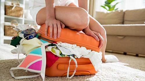 Mẹo xếp hành lý giúp bạn hạn chế chi phí phát sinh - Ảnh 1.