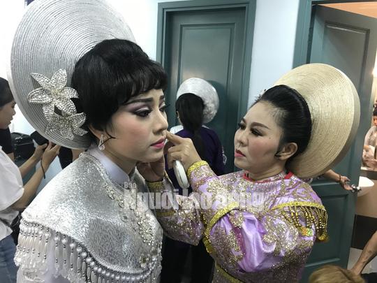 Quách Thị Diễm Ngọc đoạt giải Chuông vàng vọng cổ 2019 - Ảnh 4.