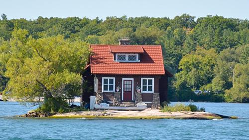 Hòn đảo nhỏ nhất thế giới có người sống - Ảnh 2.