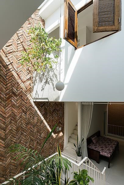 Ngôi nhà nằm sâu trong hẻm ở Sài Gòn đẹp ngỡ ngàng - Ảnh 8.