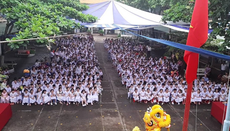 Báo Người Lao Động trao quà và học bổng cho học sinh nghèo miền Tây - Ảnh 1.