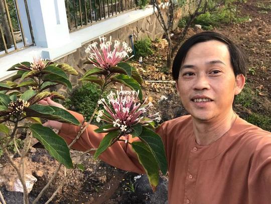 Cuộc sống của Hoài Linh sau khi vắng bóng trên sóng truyền hình - Ảnh 3.