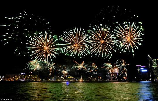 Ngất ngây với đại tiệc pháo hoa mừng năm mới 2020 ở trời Âu - Ảnh 13.