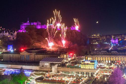 Ngất ngây với đại tiệc pháo hoa mừng năm mới 2020 ở trời Âu - Ảnh 7.