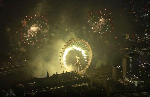 Ngất ngây với đại tiệc pháo hoa mừng năm mới 2020 ở trời Âu - Ảnh 10.