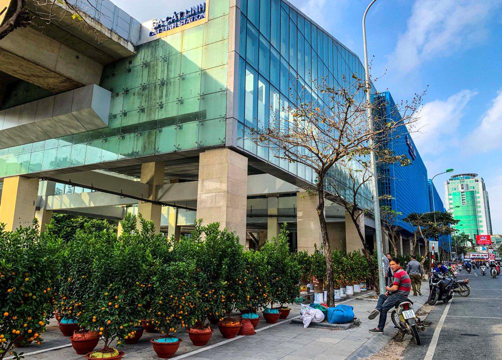 Nhà ga đường sắt Cát Linh - Hà Đông thành chợ cây cảnh - Báo Người lao động