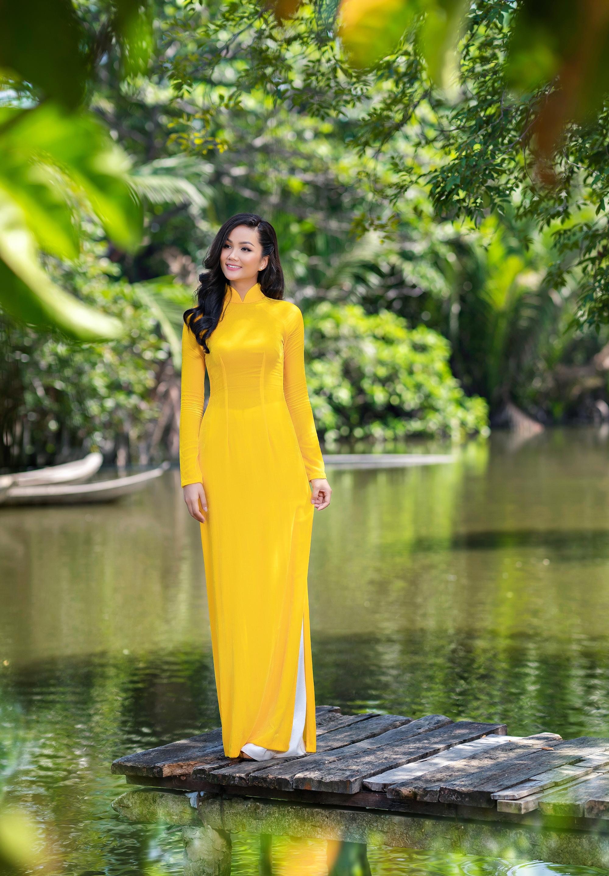 [eMagazine] - Thuận Việt: Người đàn ông giữ hồn áo dài Việt - Ảnh 5.