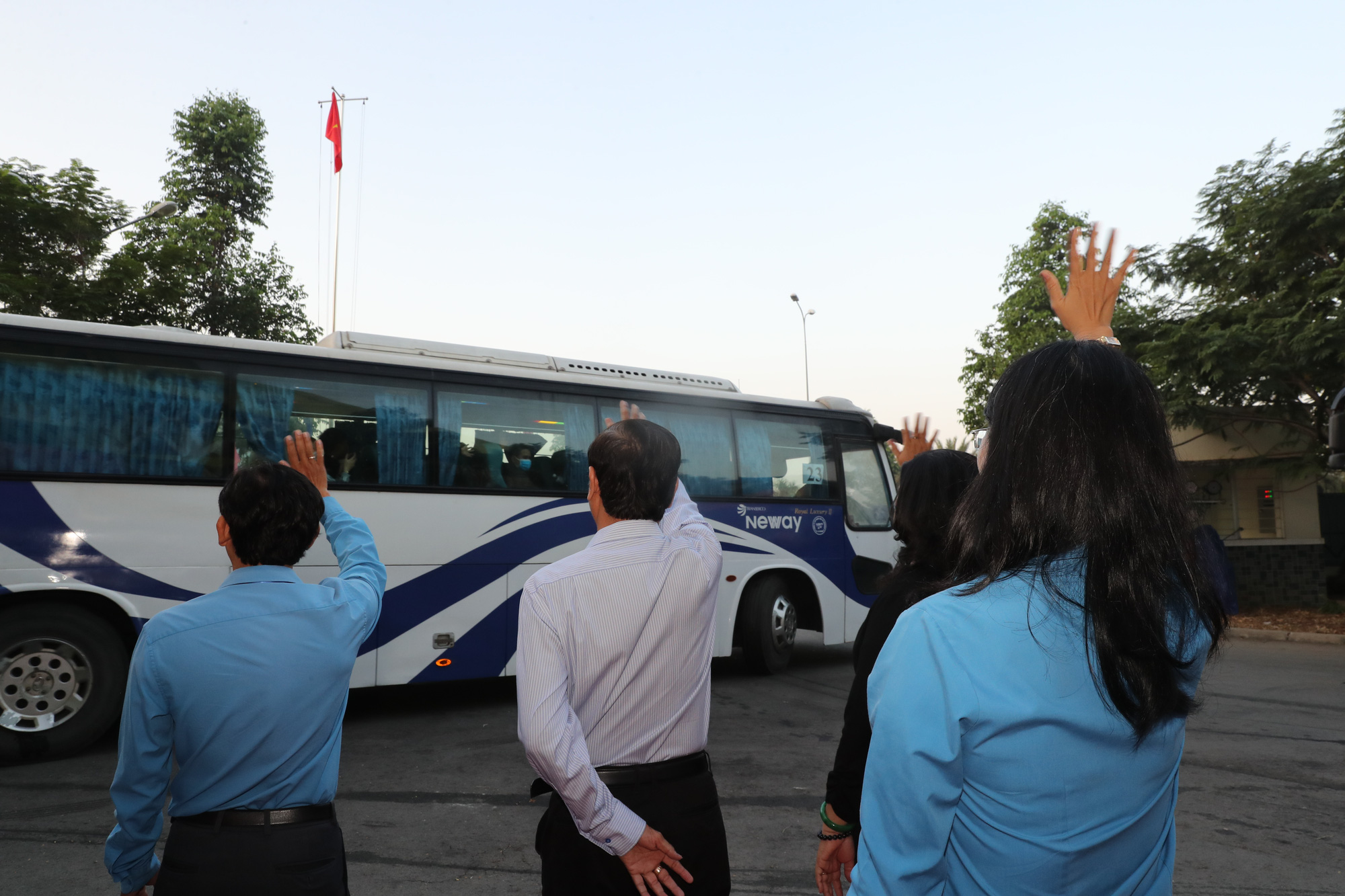 Lãnh đạo LĐLĐ TP HCM bịn rịn tiễn công nhân về quê đón Tết - Ảnh 9.