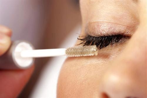 5 cách kích thích lông mi dài tại nhà - Ảnh 1.
