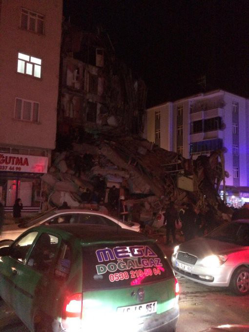 Thổ Nhĩ Kỳ rung chuyển vì động đất và 60 dư chấn, hơn 560 người thương vong - Ảnh 3.