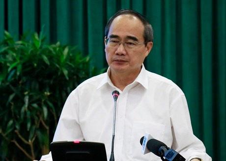 Bí thư Thành ủy TP HCM: Thành phố không thiếu khẩu trang phòng virus corona - Ảnh 1.