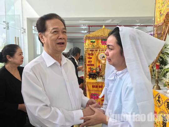 Nguyên thủ tướng Nguyễn Tấn Dũng viếng tang lễ NSƯT Nguyễn Chánh Tín - Ảnh 1.